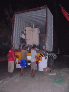 NIGHT LOADING FROM JEPARA TO UAE . CREDIT TO : MR FURNITURE DESIGN
