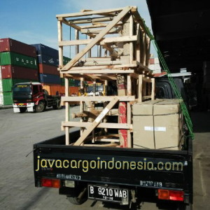 In queue before entering the warehouse www.javacargoindonesia.com